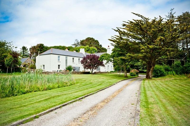 dunowen house exterior